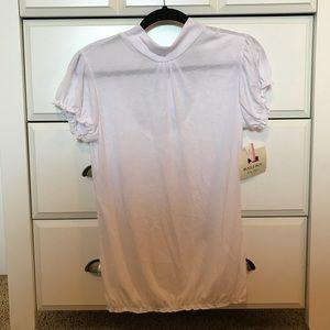 White keyhole back shirt